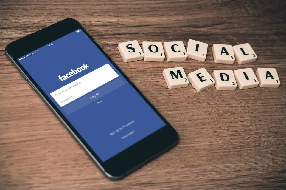 Logo facebook - zarabiane w social mediach